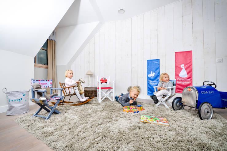 classic Nursery/kid's room by Ma Petite Chaise