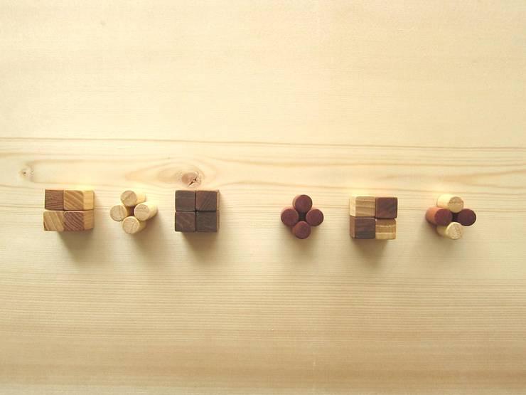 木のマグネット: 作房和樂(サボウワラク)が手掛けた家庭用品です。