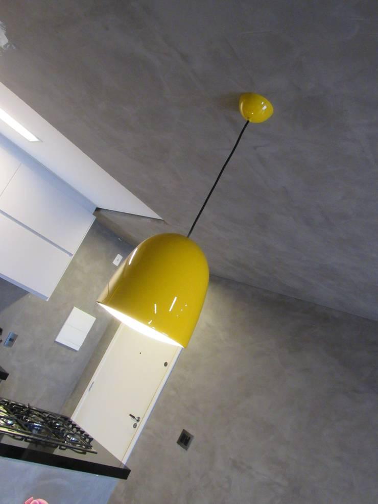 Ruang Makan oleh Escritório de Arquitetura Cláudia Mendonça, Industrial