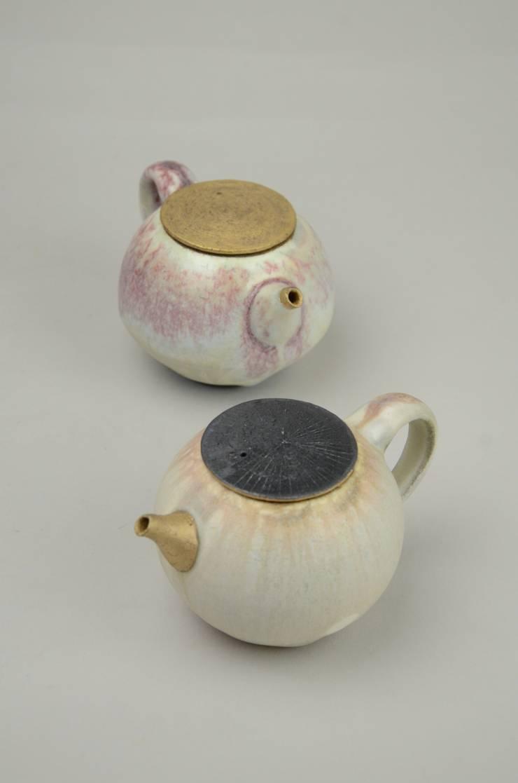 茶器: nobuhito nakaokaが手掛けたアートです。