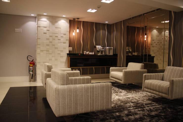Lounge Hotel Executivo Pequeno Porte: Hotéis  por Arquiteta Ive Oliveira ,