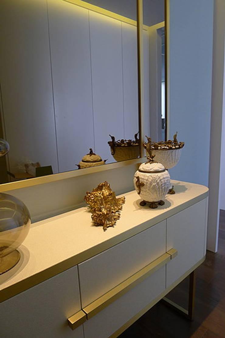Apartamento Estoril: Corredores e halls de entrada  por Artica by CSS