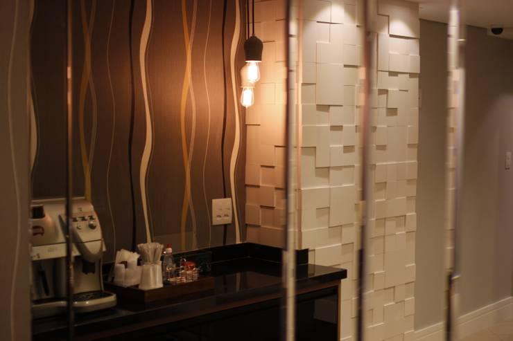 Detalhe decorativo Hotel Executivo: Hotéis  por Arquiteta Ive Oliveira ,