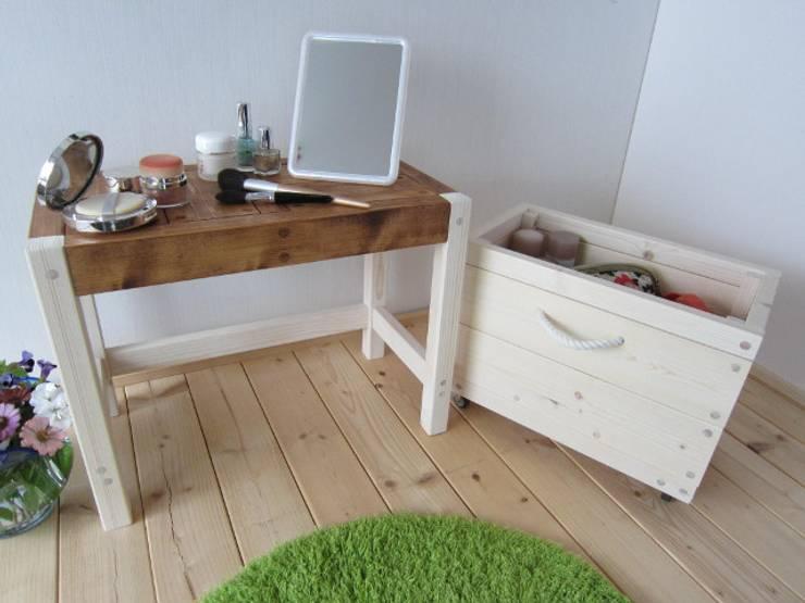 マルチBOXベンチ: 作房和樂(サボウワラク)が手掛けたリビングルームです。