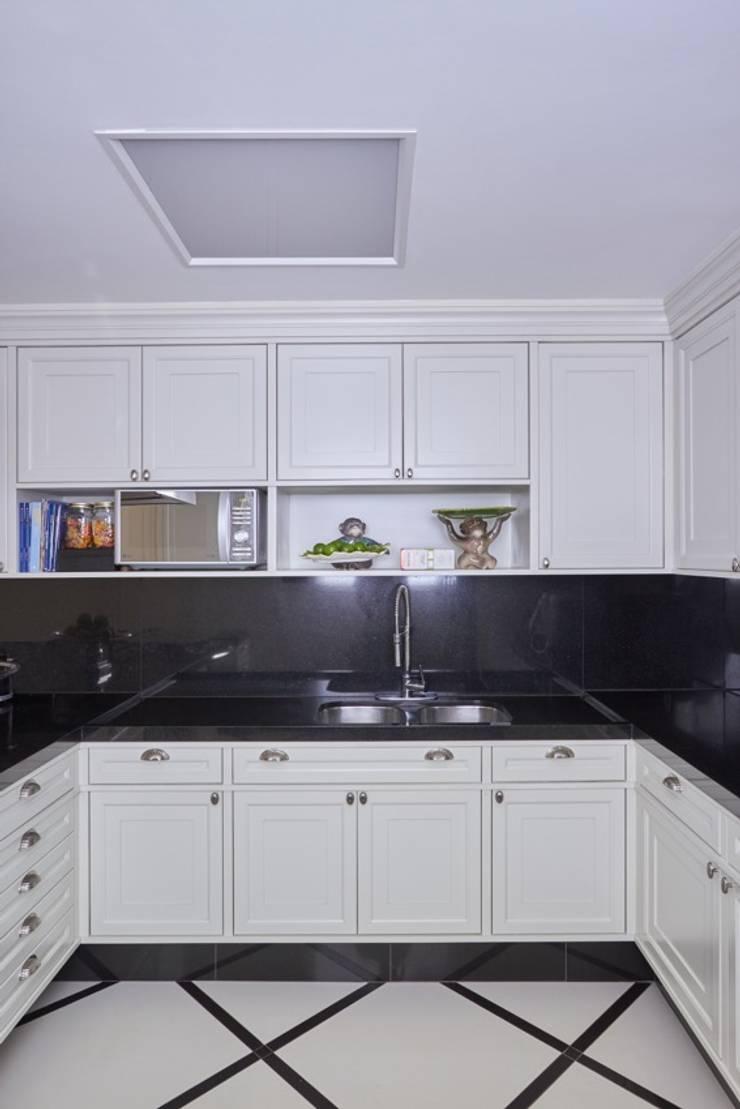 Cozinha Cozinhas clássicas por Piloni Arquitetura Clássico