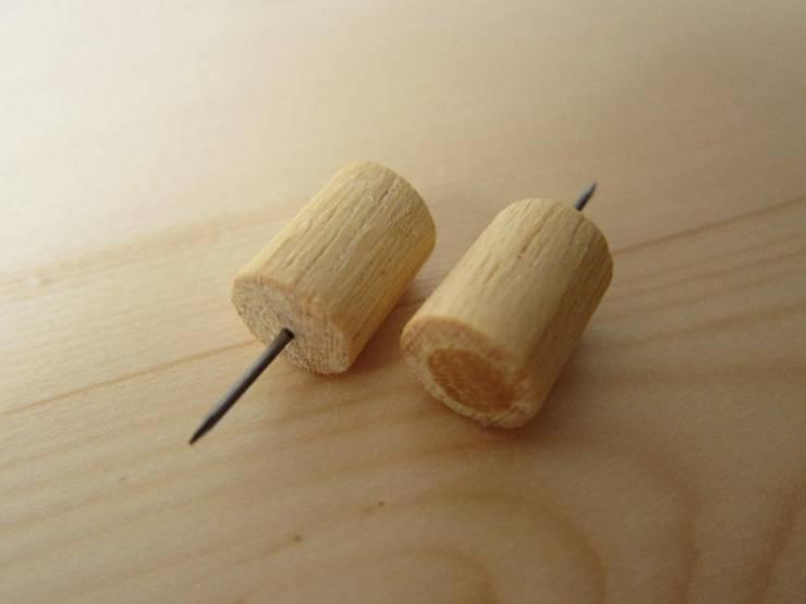 木の壁掛け小引出し【ミニ】: 作房和樂(サボウワラク)が手掛けたリビングルームです。