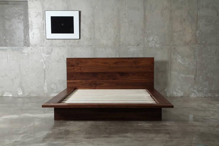침대 / wide bed: JEONG JAE WON Furniture 정재원 가구의 현대 ,모던
