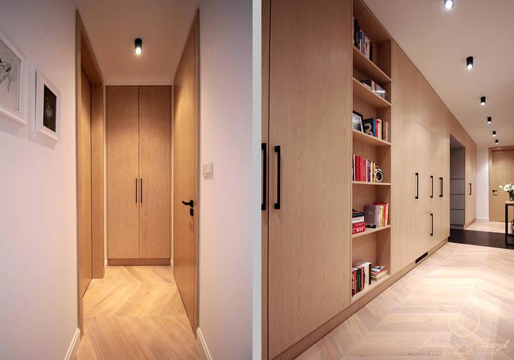 Corridor & hallway by Kołodziej & Szmyt Projektowanie wnętrz