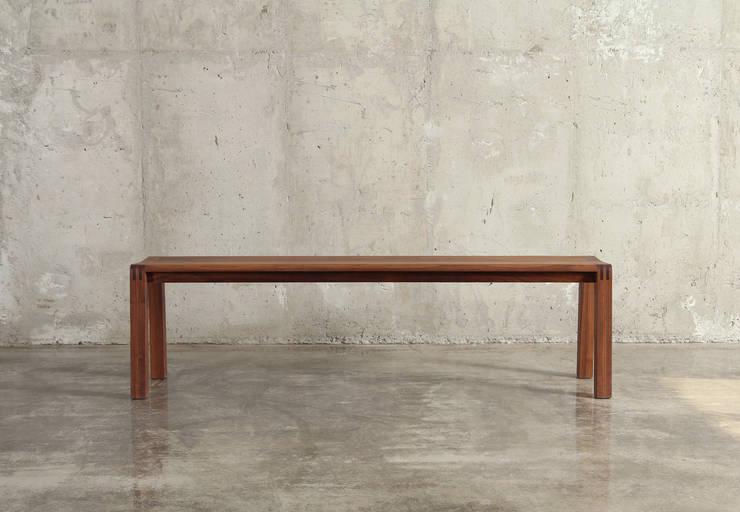벤치 / hip bench: JEONG JAE WON Furniture 정재원 가구의  거실