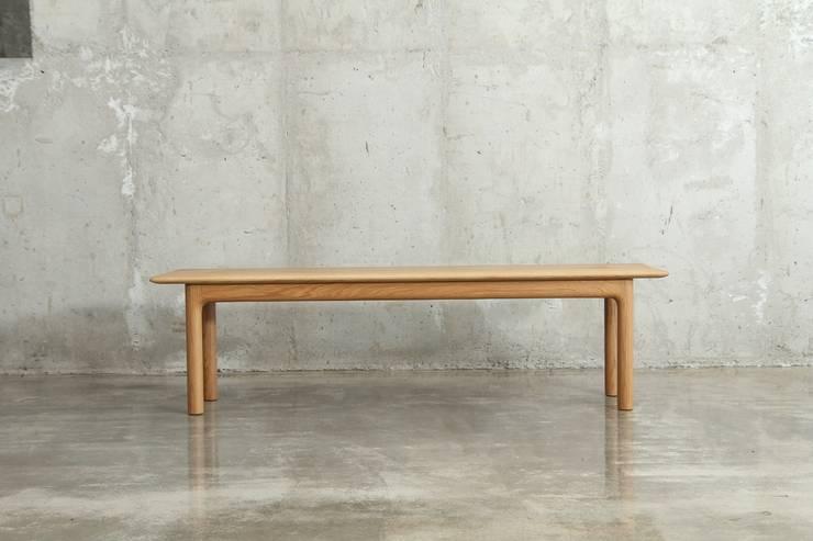 벤치 / pipe bench: JEONG JAE WON Furniture 정재원 가구의  거실,