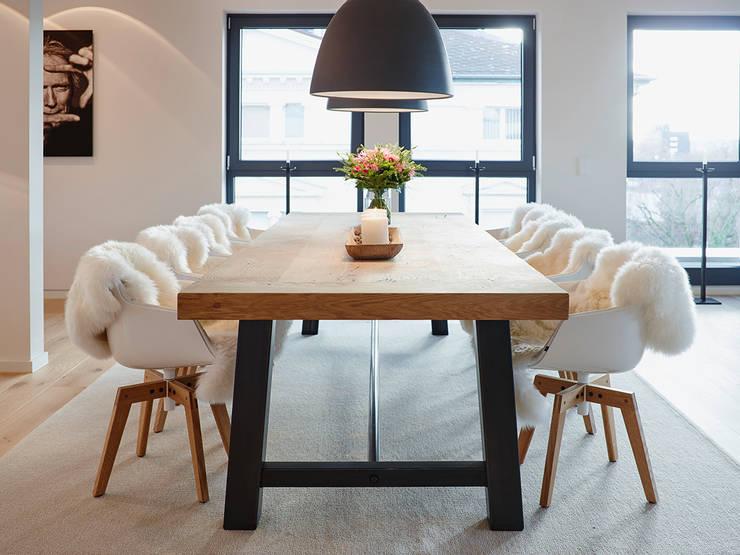 Sala da pranzo in stile  di HONEYandSPICE innenarchitektur + design