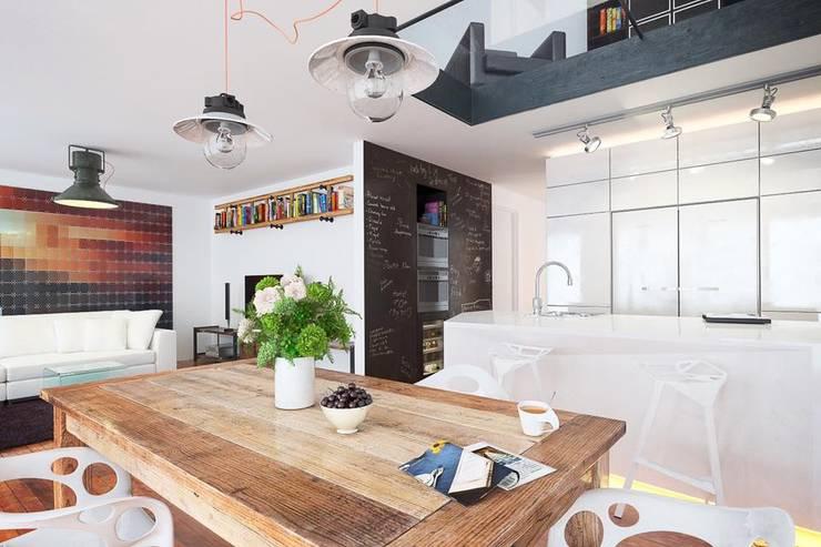 Salas / recibidores de estilo  por L'Atelier 2630