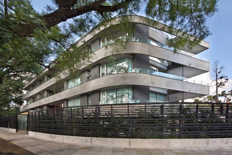 Vista esquina: Terrazas de estilo  por JV&ARQS Asociados