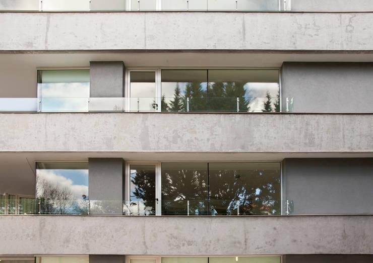 Detalle fachada: Terrazas de estilo  por JV&ARQS Asociados