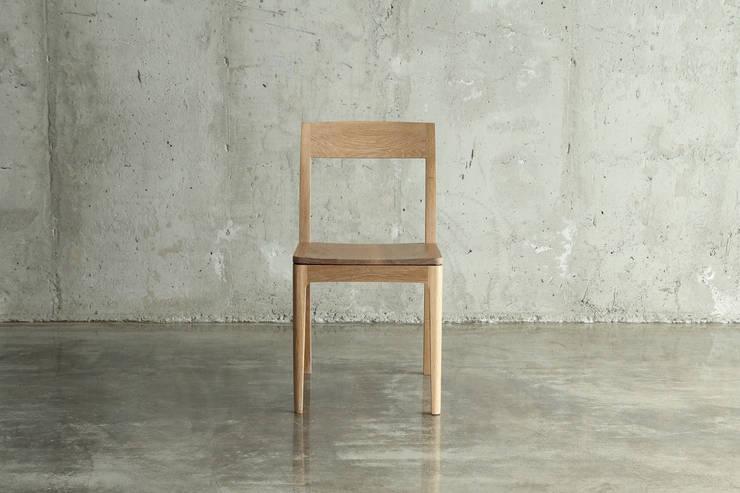 의자 / J1 chiar: JEONG JAE WON Furniture 정재원 가구의  다이닝 룸