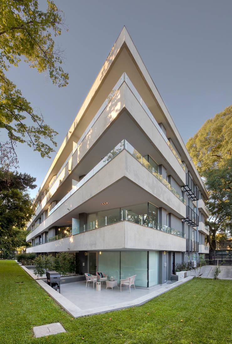 Vista desde jardin: Terrazas de estilo  por JV&ARQS Asociados