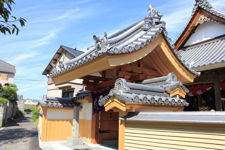 大福寺山門: susumulabが手掛けた学校です。,オリジナル 木 木目調