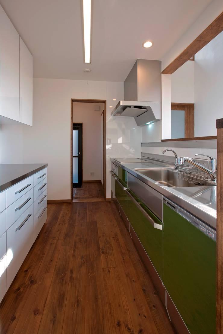 新田の家: 空間設計室/kukanarchiが手掛けたキッチンです。,