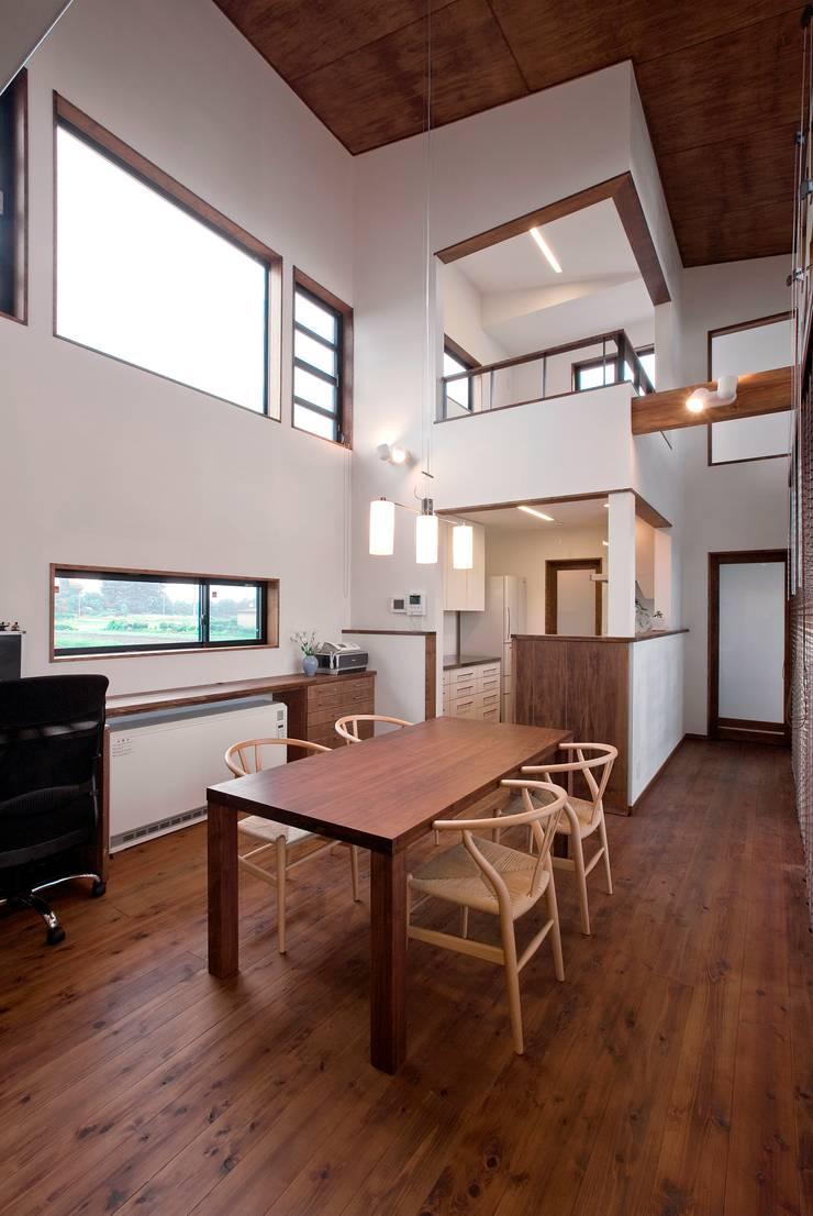 新田の家: 空間設計室/kukanarchiが手掛けたダイニングです。