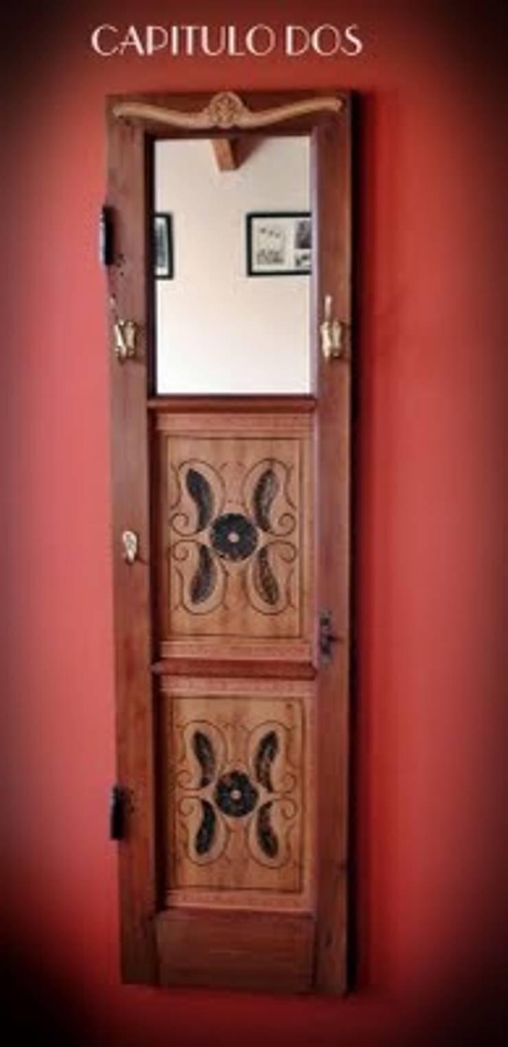 Ideas creativas para muebles tradicionales: Pasillos, vestíbulos y escaleras  de estilo  por Capítulo Dos