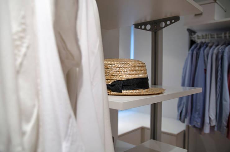 غرفة الملابس تنفيذ XIMO ROCA DISEÑO