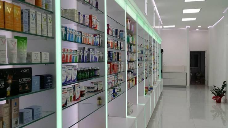 Design Hub interiors by Çise Mısırlısoy İç Mimar  – Eczane :  tarz Hastaneler