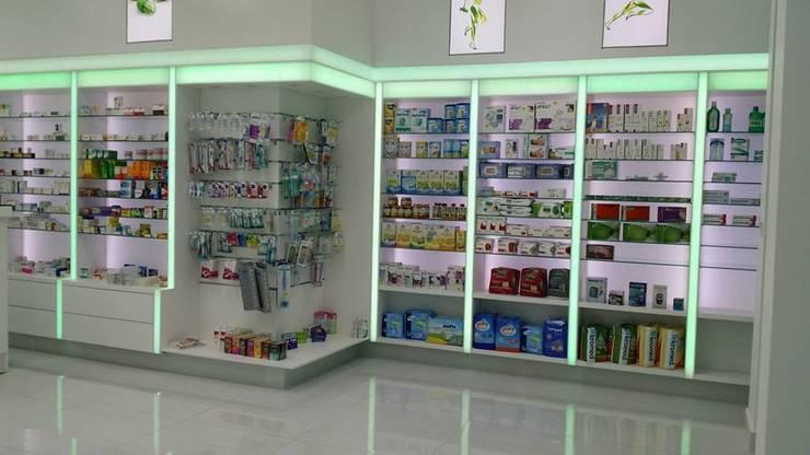 Design Hub interiors by Çise Mısırlısoy İç Mimar  – Eczane :  tarz Dükkânlar