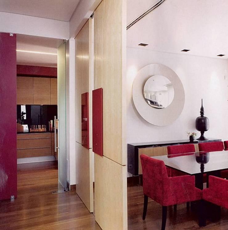 MORADIA BICESSE: Salas de jantar  por Artica by CSS