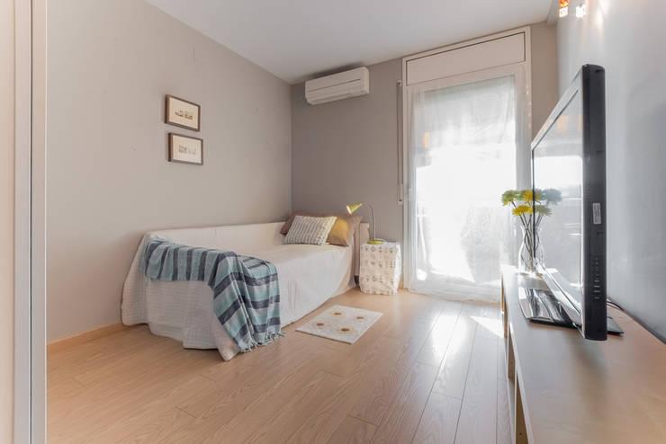 Habitación preparada como dormitorio: Dormitorios de estilo  de Marca de Casa