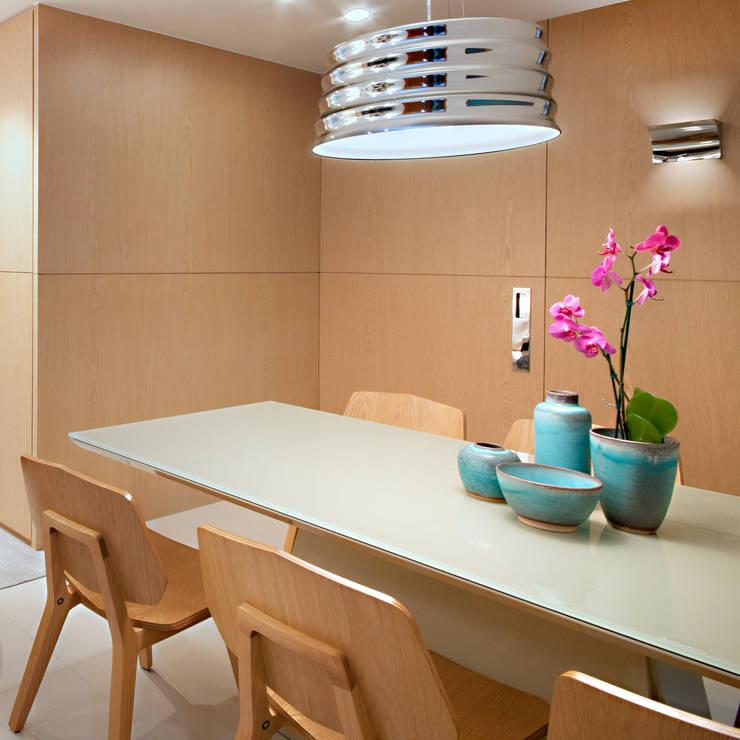 Nosso primeiro AP: Sala de jantar  por Coutinho+Vilela,