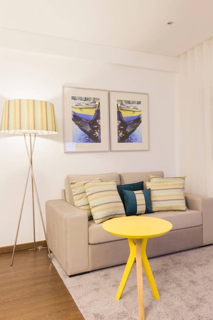 Sala de estar.: Sala de estar  por Alma Braguesa Furniture