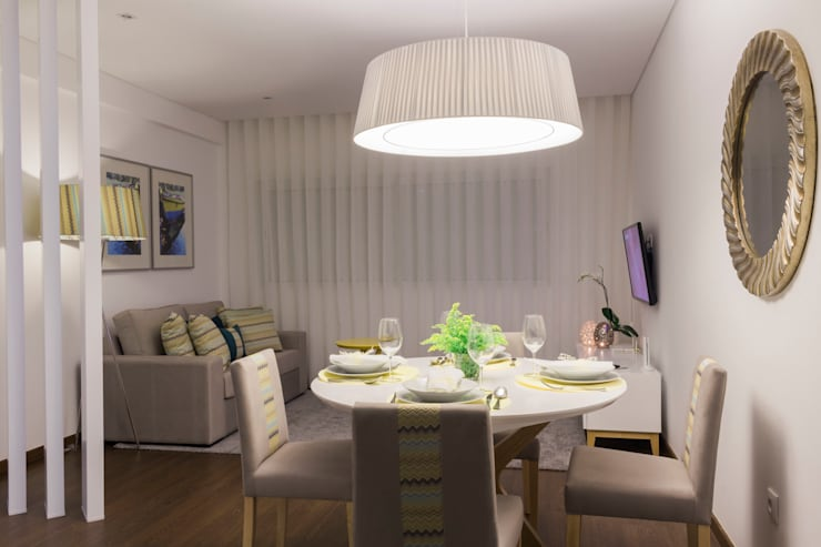 Dining room by Alma Braguesa Furniture