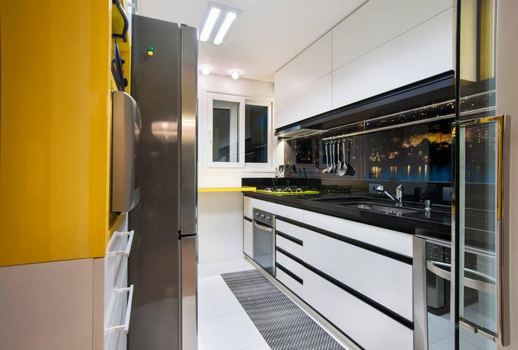 Cozinha Contemporânea: Cozinhas  por Taísa Festugato Arquitetura