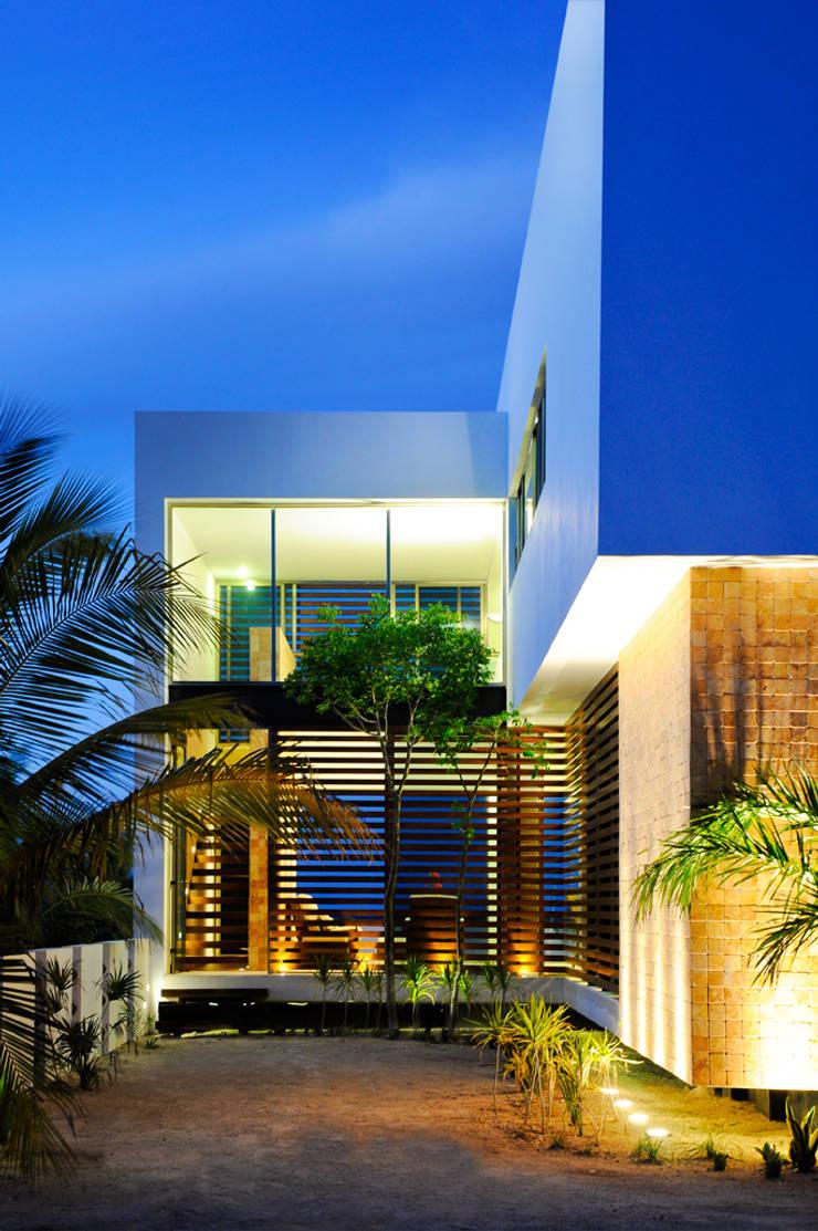 CASA HA-UAY: Casas de estilo  por LIZZIE VALENCIA arquitectura & diseño
