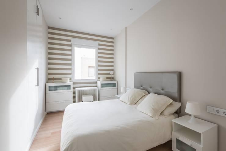Bedroom by LLIBERÓS SALVADOR Arquitectos