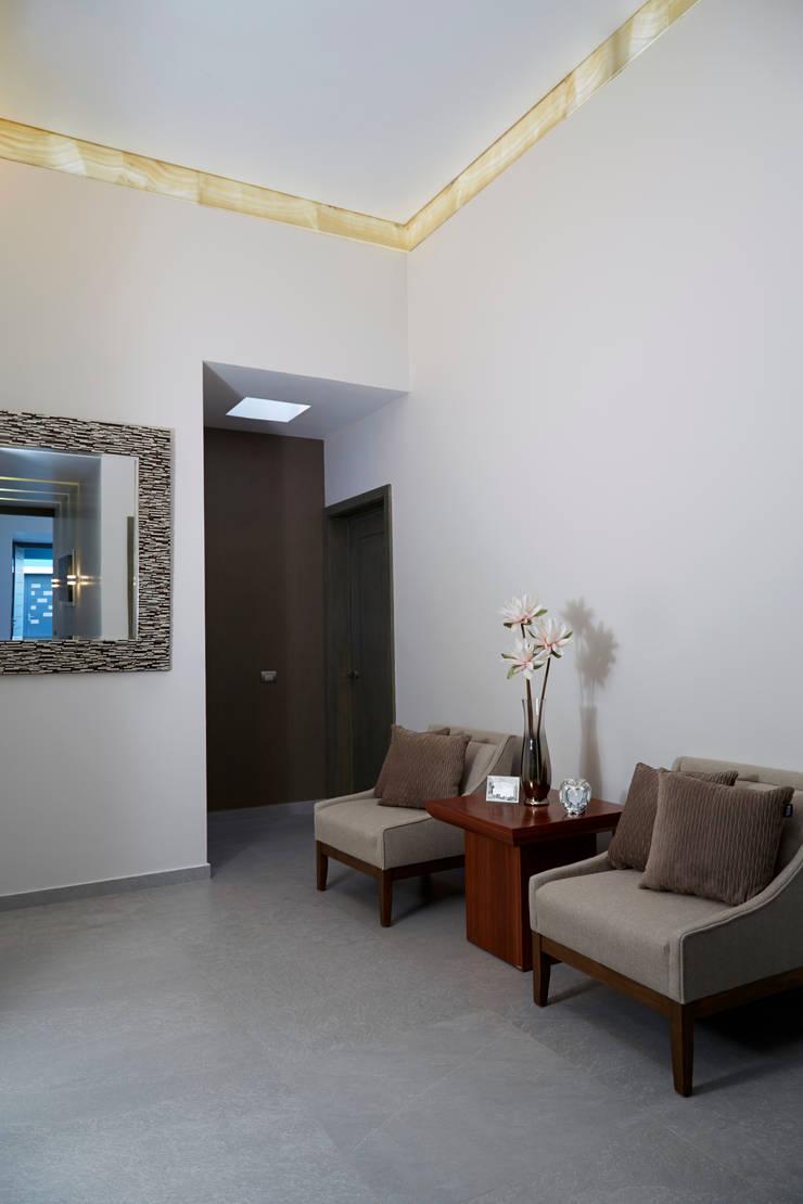 hall: Salas de estilo  por arketipo-taller de arquitectura