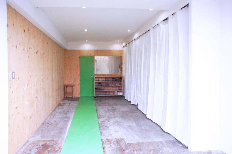 京都M社改装計画 オリジナルスタイルの 玄関&廊下&階段 の ニュートラル建築設計事務所 オリジナル