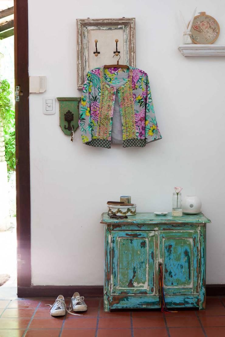 Recibidor:  de estilo  por La Florinda,Ecléctico