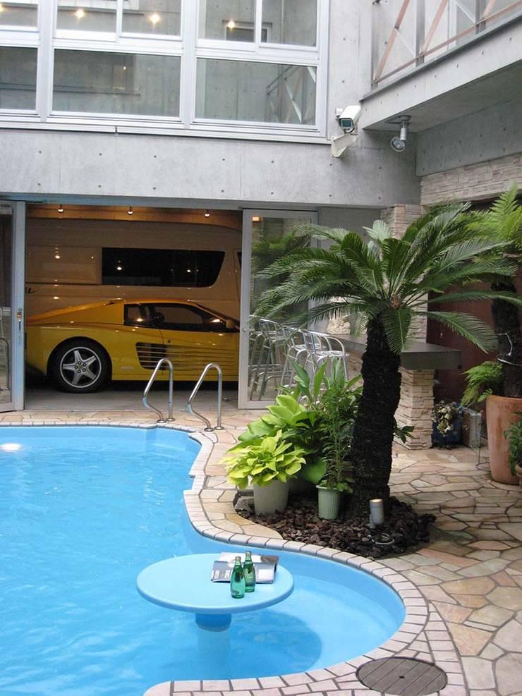 プール: 株式会社 t2・アーキテクトデザイン 一級建築士事務所が手掛けた家庭用プールです。,