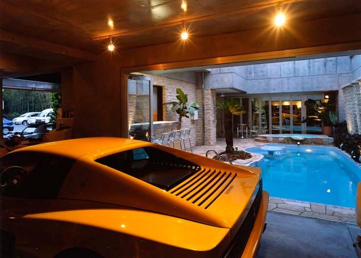 プール: 株式会社 t2・アーキテクトデザイン 一級建築士事務所が手掛けたプールです。,