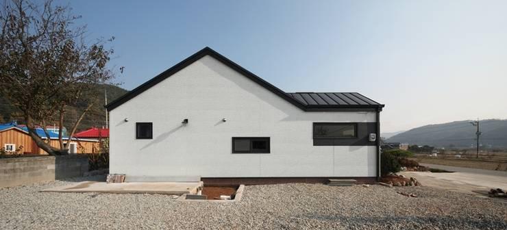 moderne Häuser von 윤성하우징