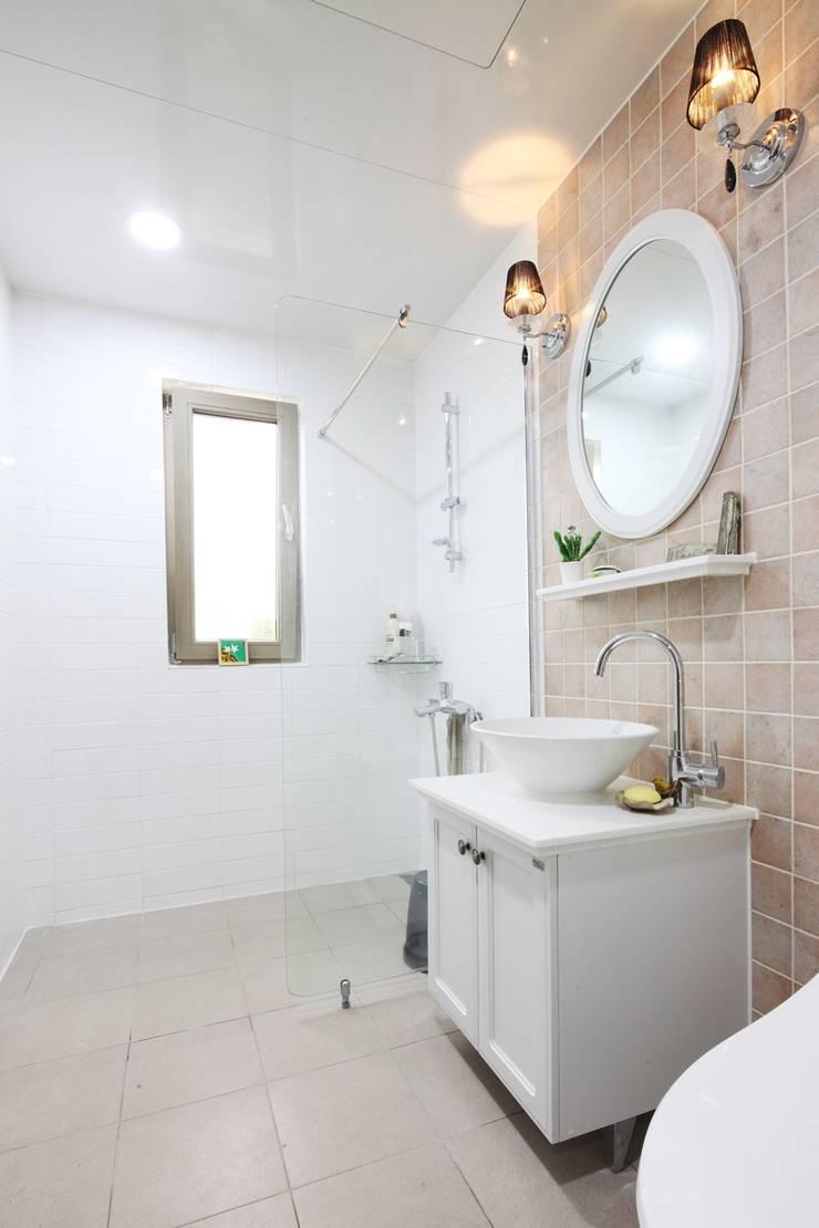 썬룸에서 즐기는 따뜻한 햇살 [서산 부산리]: 윤성하우징의  욕실