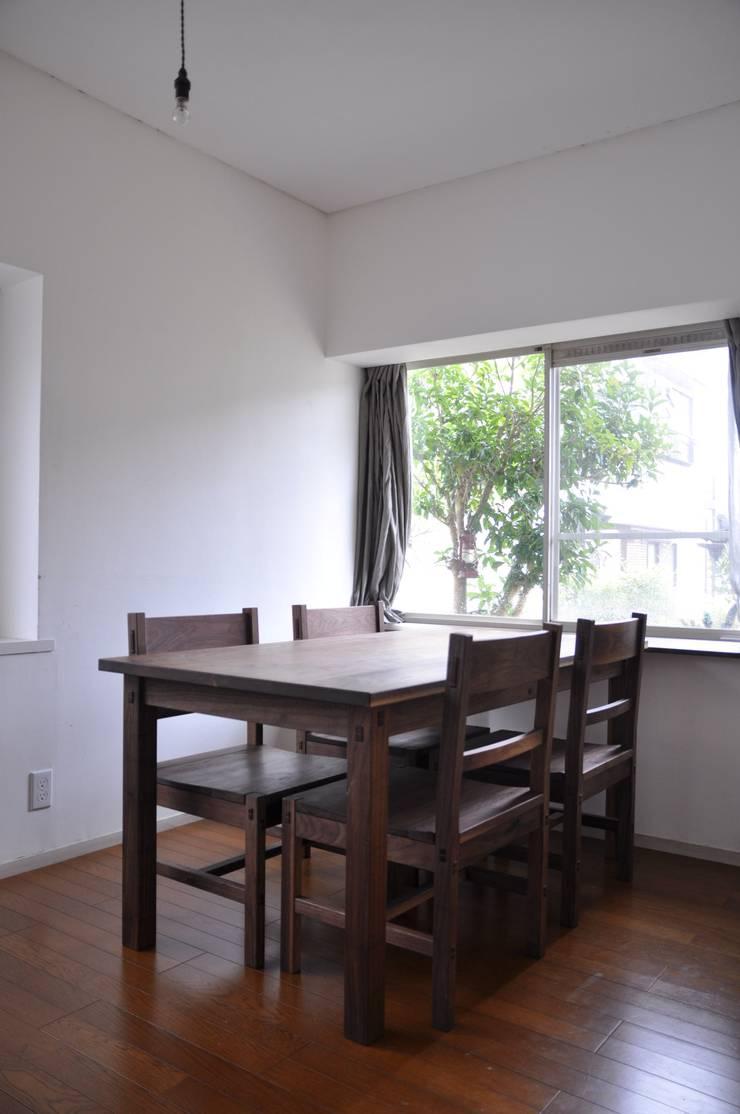 table and chairs : WOOD STUDIO KUZE'Sが手掛けたキッチンです。,
