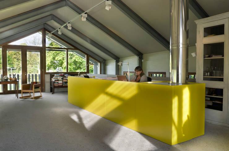 Schuurwoning Loenen aan de Vecht:  Studeerkamer/kantoor door Kwint architecten