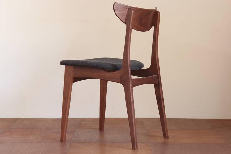 椅子: 木工yamagenが手掛けたリビングルームです。,