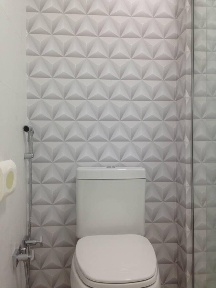 Papel de Parede 100% Impermeável Triângulo Volumetria: Banheiro  por Decoralis