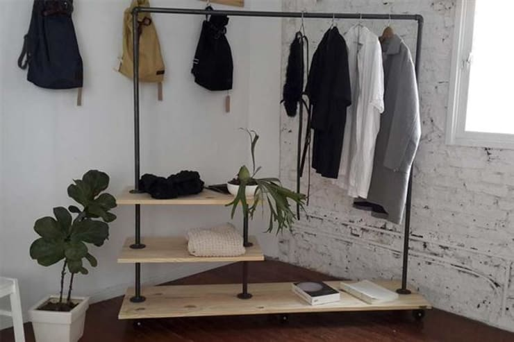 Bedroom by Artesanos en Hierro