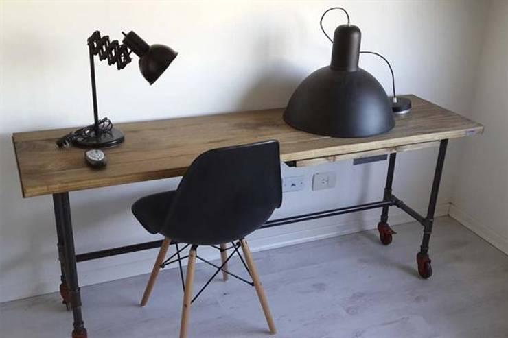 Muebles de hierro: Estudio de estilo  por Artesanos en Hierro