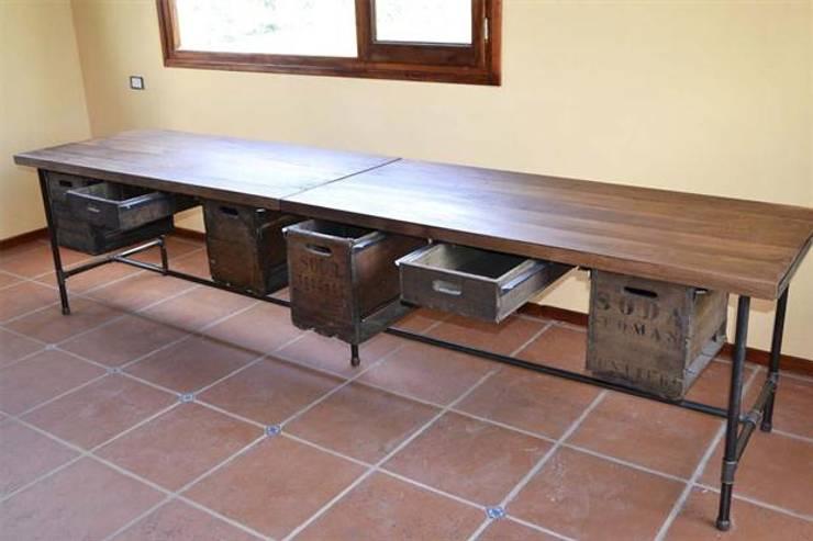 Muebles de hierro: Livings de estilo  por Artesanos en Hierro