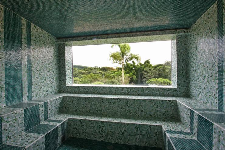 Sauna: Spa  por Célia Orlandi por Ato em Arte